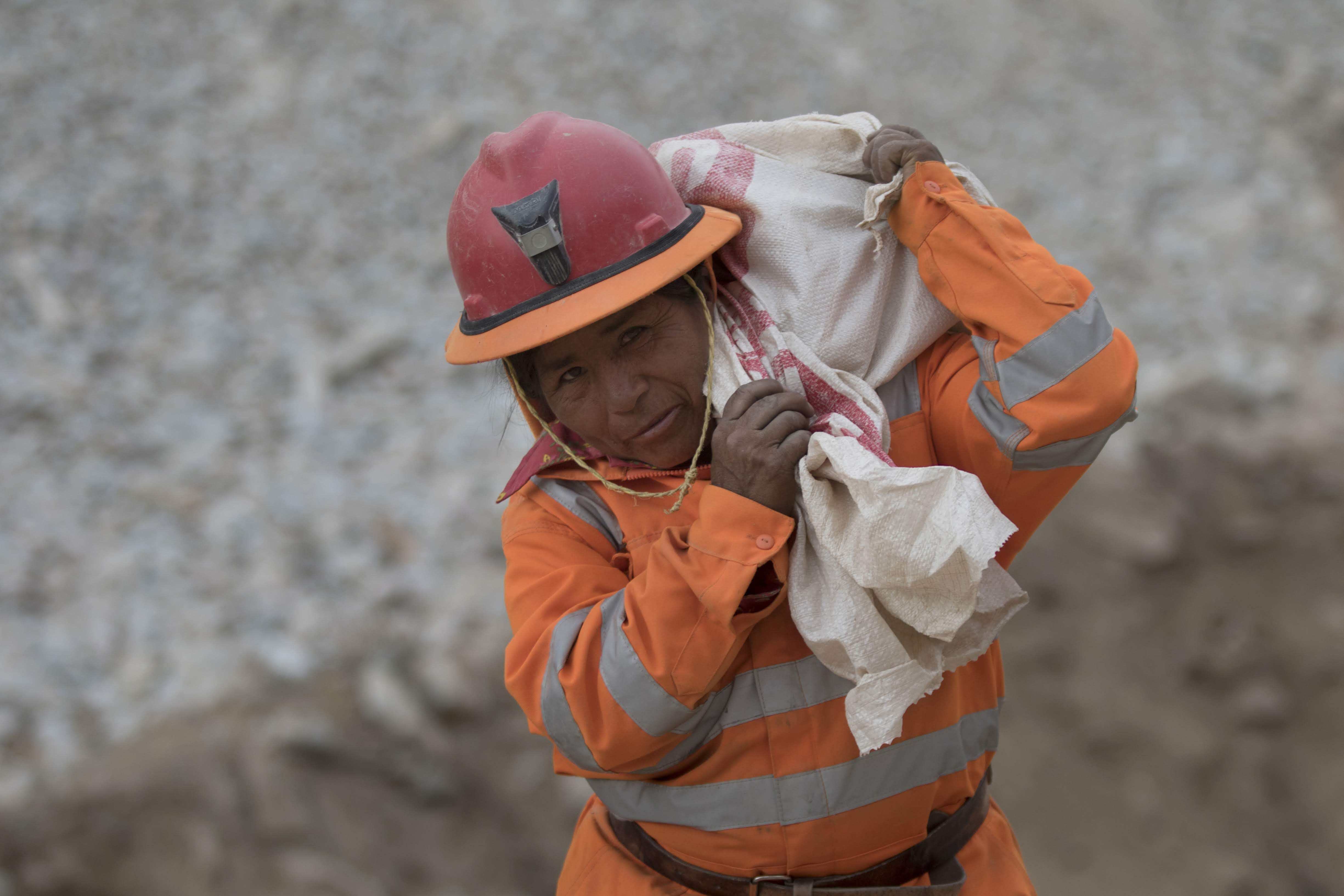 PERU | #GoldenWomen: Advances and challenges for women in small-scale mining